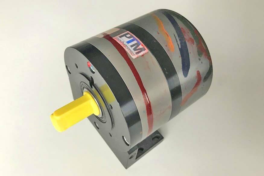 Druckluftmotor als buntes Kunstwerk