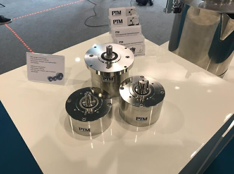 PTM auf der Reinraummesse Cleanzone mit ihren intelligenten Reinraumgreifern, Edelstahlmotoren und Rührwerkstechnik.