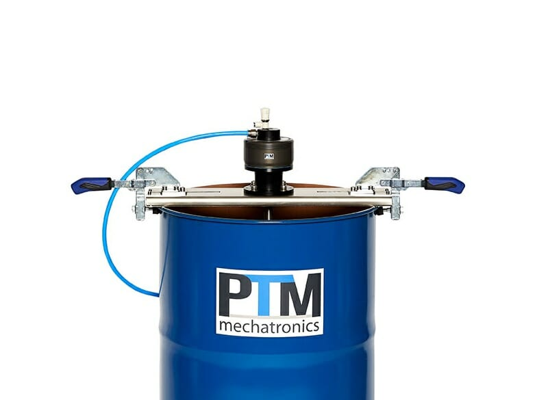 Drum agitator with traverse for flexible adjustable stable fastening on any open container