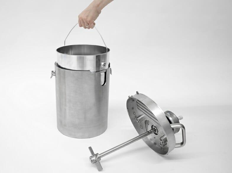Geschlossenes Rührwerk zum Rühren in Einwegbehältern, verdrehsicher befestigt