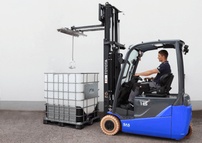 IBC Container Rührwerk mit Traverse und Staplerhaken mit Stapler